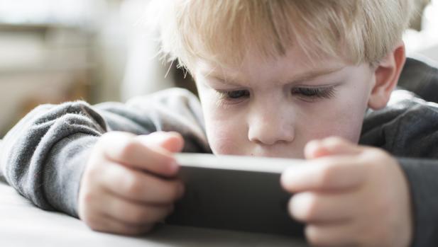 Los menores son potencialmente vulnerables ante las redes sociales