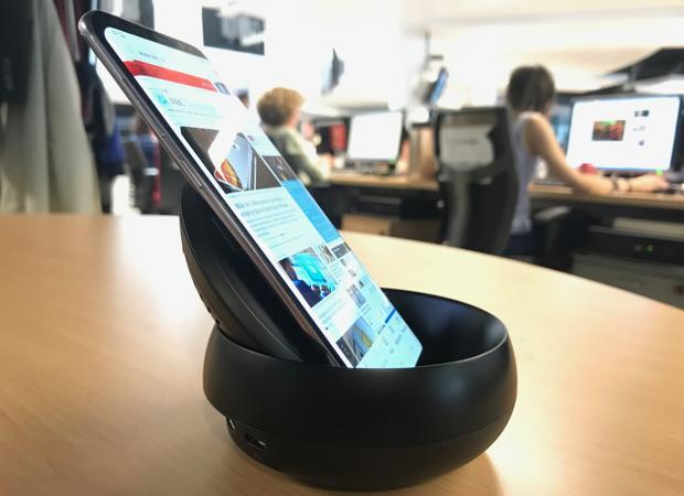 Probamos Samsung DeX, un «gadget» para convertir el móvil en un PC