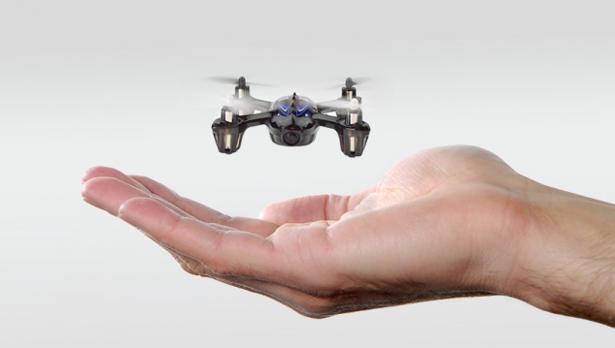 Detalle de un dron de pequeás dimensiones