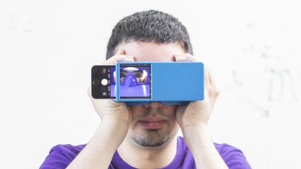 App BiliScreen junto a una caja impresa en 3D para acotar la luz