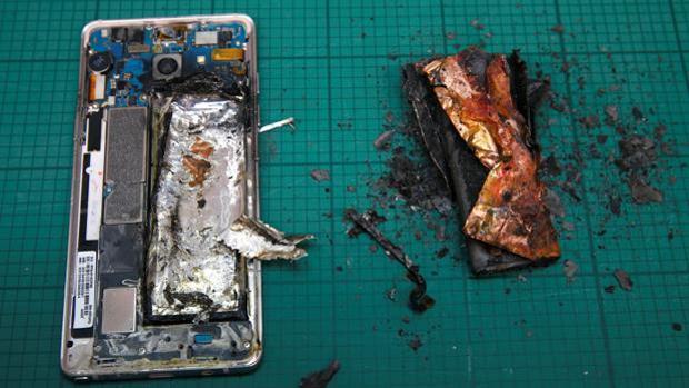Atienden a una mujer por quemaduras como consecuencia del sobrecalentamiento de un móvil BQ