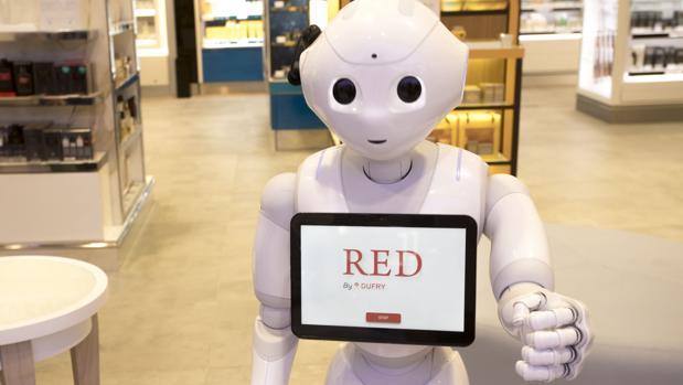 Pepper, el robot relaciones públicas de la terminal 4