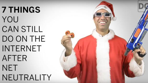 El presidente de la FCC se burla de la neutralidad en la Red vestido de Papá Noel
