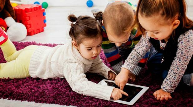 La muñeca Cayla se maneja a través de una «app» disponible en la Play Store y en App Store