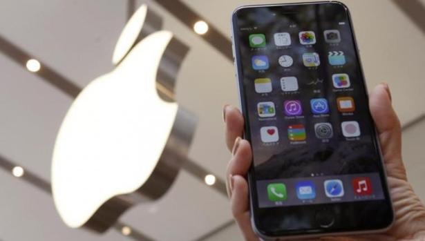 Apple admite que limita el rendimiento de los iPhone antiguos (pero dice que lo hace por una buena razón)