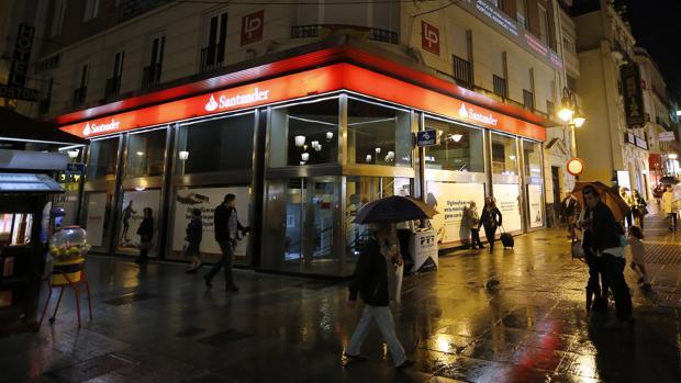 Grupo Santander retira la publicidad de YouTube por relacionarla con contenido inapropiado