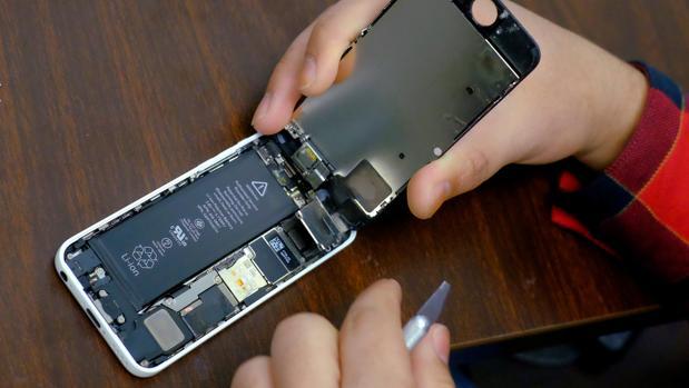 Apple se disculpa y ofrece descuentos de 50 dólares para cambiar las viejas baterías