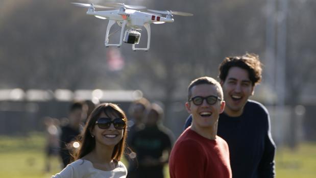 Los drones podrán sobrevolar por encima de poblaciones y personas