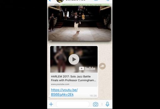 La pantalla flotante de WhatsApp aparece en la parte superior de la conversación