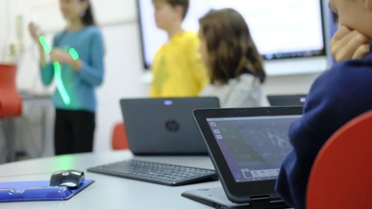 Apple elige a tres colegios españoles para un programa piloto de programación