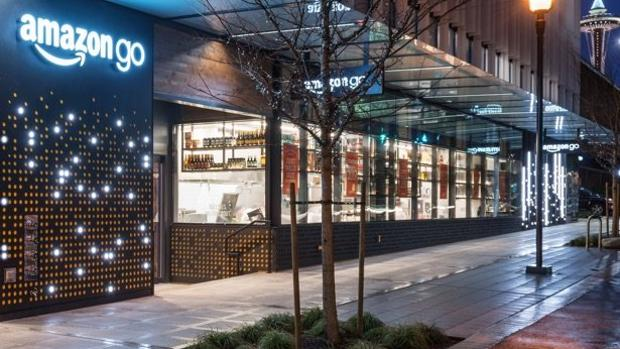 La tienda sin cajeros Amazon Go se estrena con robos y colas