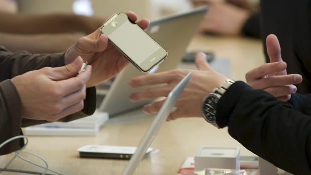 EE.UU. se une a la batalla contra la ralentización de los iPhones