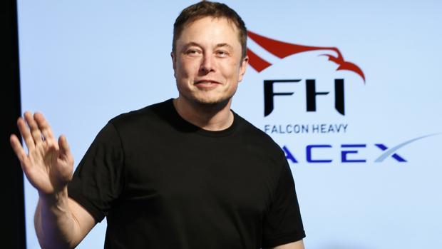 Elon Musk en la rueda de prensa previa al lanzamiento del Falcom Heavy