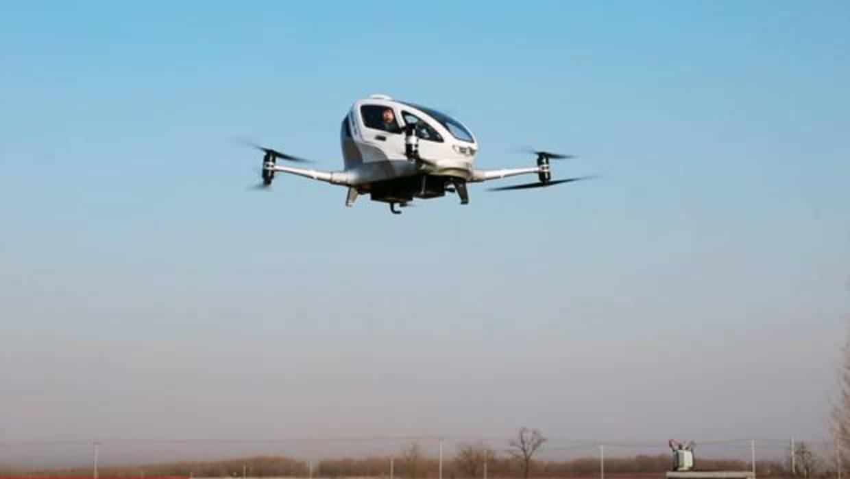 Así ha sido el primer vuelo con humanos a bordo del taxi drone chino Ehang 184