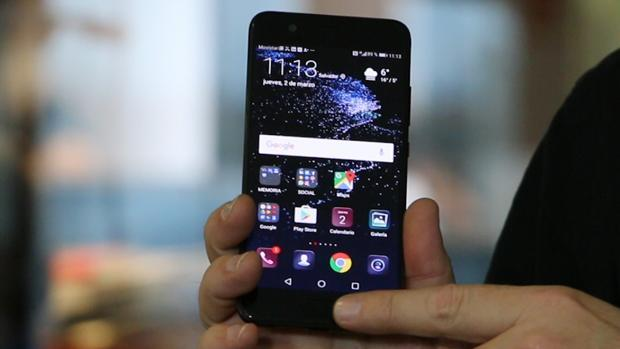 La CIA y el FBI desaconsejan usar móviles Huawei y ZTE: podrían ser herramientas del espionaje chino