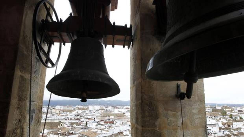 Parabólicas en los campanarios, la solución de Reino Unido para llevar internet al campo