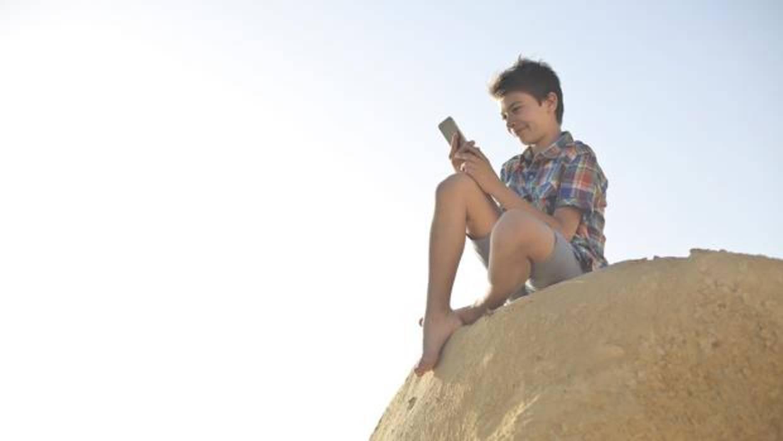 El abuso del móvil en casi la mitad de los menores
