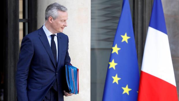 El ministro francés de Economía, Bruno Le Maire, abandona el palacio del Elíseo tras una reunión del Consejo de ministros, en París