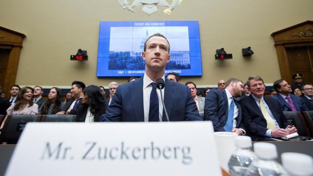 Mark Zuckerberg, cerador de Facebook, ante el Congreso de EE.UU. declarando por el caso Cambridge Analytica
