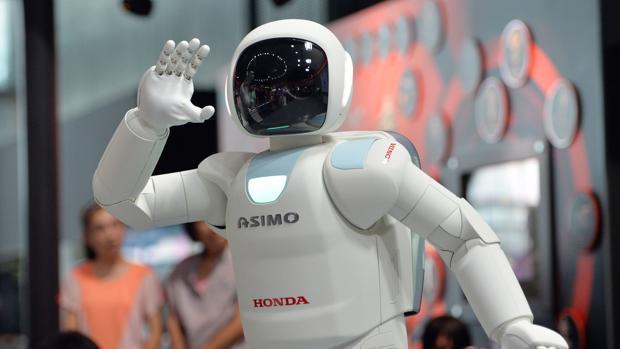Adiós al primer humanoide, Asimo, el robot que saludó a Merkel y Obama