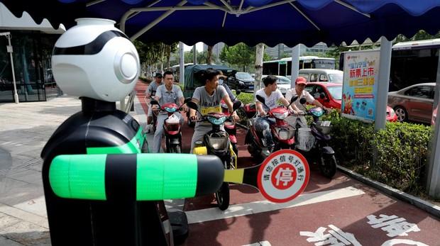 Ya están aquí los robots que reemplazan a funcionarios y políticos