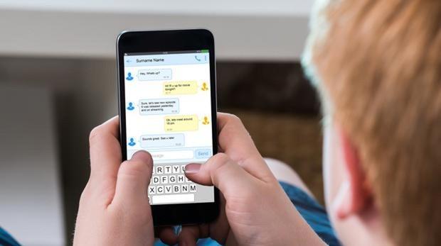Un estudio revela que tu móvil no te espía por el micro, pero hace algo peor