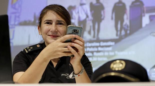 Carlina González ha pasado de ser «community manager» de Policía Nacional a llevar las redes sociales de Moncloa y Pedro Sánchez