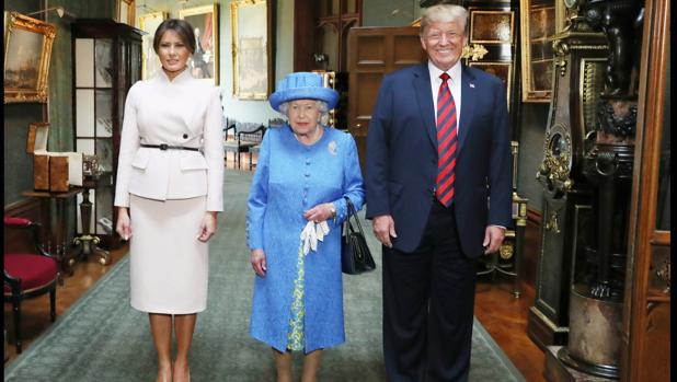 Ridiculiza Trump a la Reina Isabel II (18:00 h)