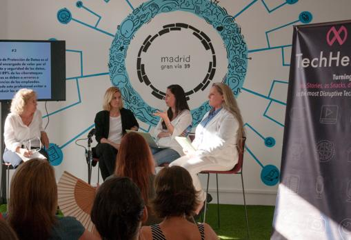 Soledad Antelada junto a otras ponentes durante el evento en Madrid TechHeroX