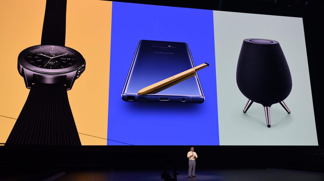 Más allá de los móviles: Samsung presenta altavoces y relojes inteligentes