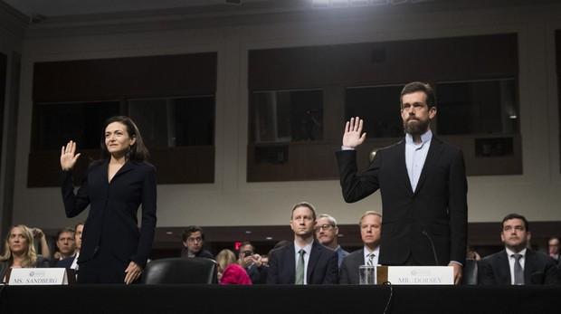 «Fake news»: Facebook se ciñe al guión, Twitter se abre en canal y Google deja la silla vacía