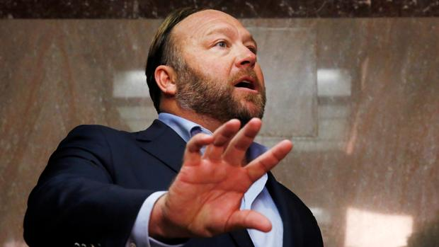 Twitter echa al periodista ultraconservador Alex Jones
