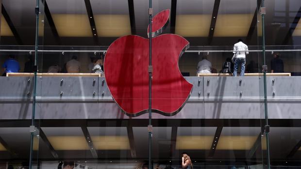 Logo de Apple en una tienda en Sydney