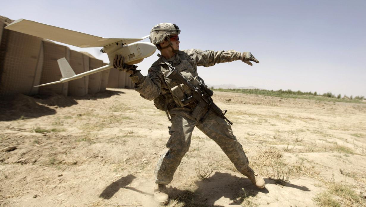 Una solución a la escasa autonomía de los drones: un sistema de carga láser para volar indefinidamente