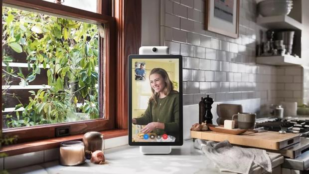 Facebook presenta Portal, la excusa para poner un micrófono y una cámara en tu salón
