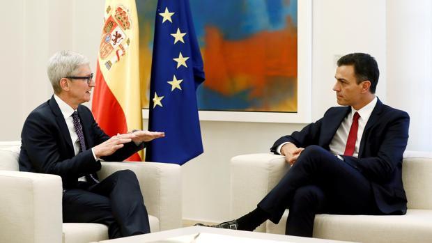 Sánchez «copia» a Macron la idea de «startup nation» para exponérsela al CEO de Apple