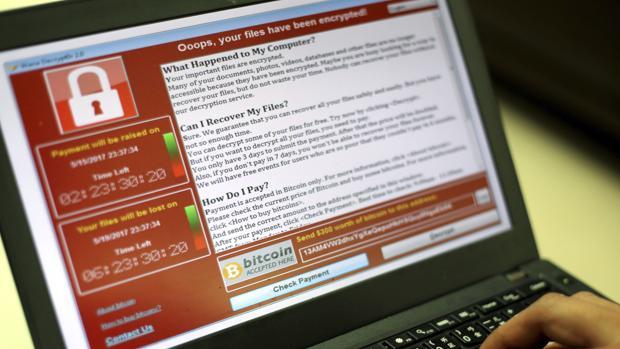 Captura de pantalla en la que se pide un rescate en bitcoins por los documentos encriptados por Wannacry