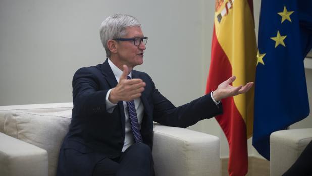 Tim Cook, consejero delegado de Apple, en su visita a España