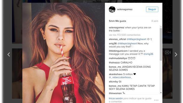 Selena Gómez consiguió hacer historia en Instagram al reunir una gran cantidad de «likes» con esta publicación en la que aparece con un popular refrescos