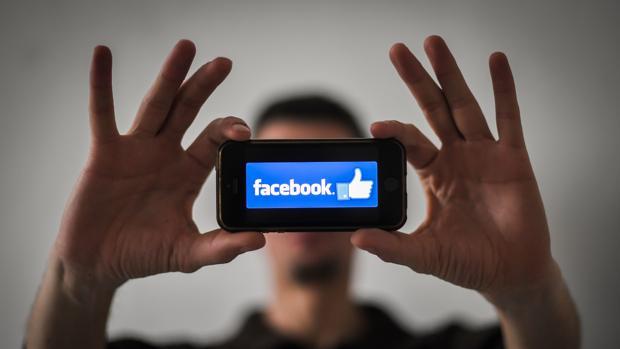 Por qué la gente sigue en Facebook después de tanto escándalo