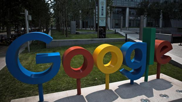 Apple aplica a Google el mismo castigo que a Facebook y le revoca licencia