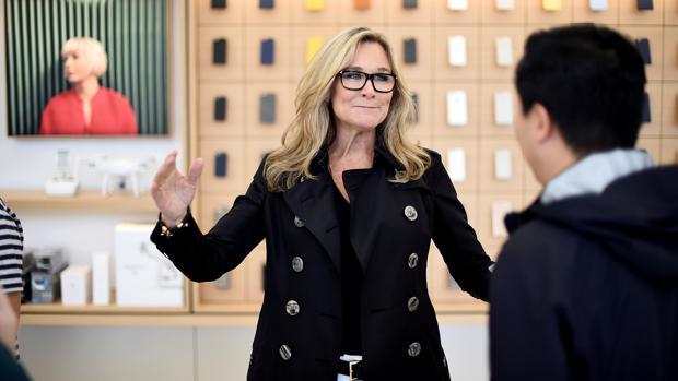 Angela Ahrendt, responsable de ventas minoristas de Apple