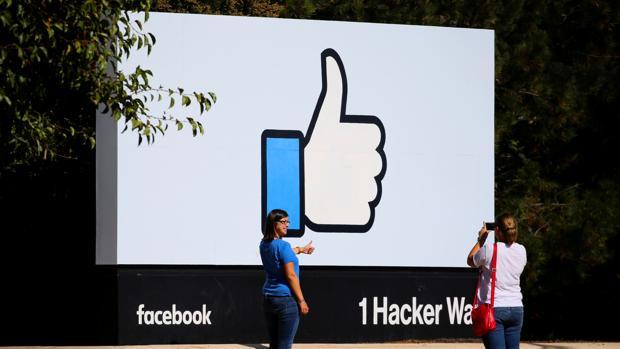 Bruselas califica de «insuficientes» los progresos de Facebook, Google y Twitter para asegurar las elecciones europeas