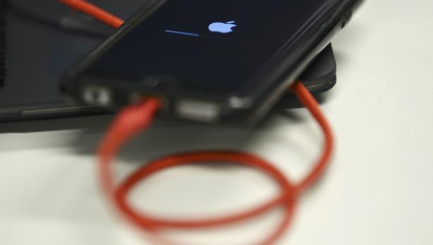 Una jueza de EE.UU. recomienda prohibir varios modelos de iPhone por infringir patentes