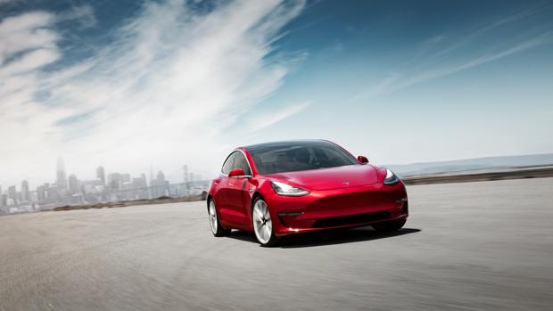 Hackean un Tesla Model 3, Elon Musk les da las gracias y, además, les regala el coche