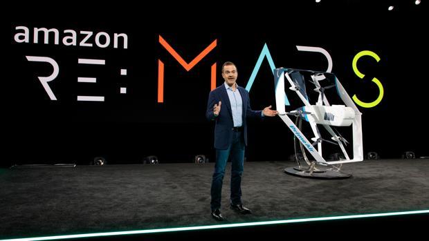 Los nuevos drones de Amazon son más inteligentes: esquivarán bandadas de pájaros o el tendedero de tu edificio para entregarte el paquete