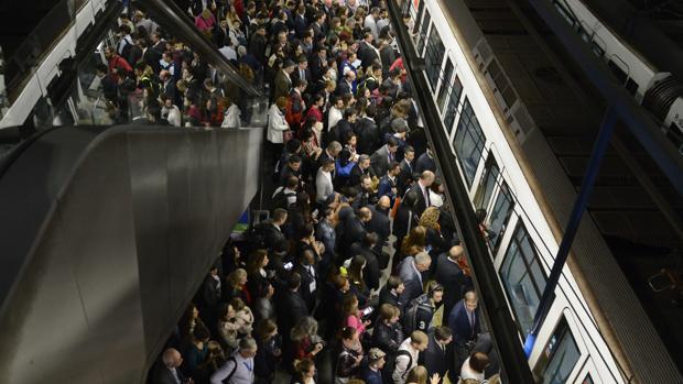 Google Maps te ayuda a evitar que viajes como sardinas en lata en metro, autobús y tren