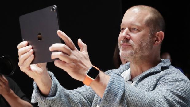 Jony Ive, el diseñador que dio forma al iPhone, deja Apple después de treinta años