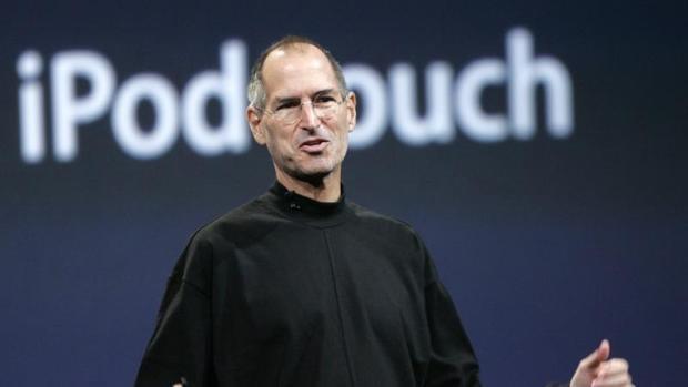 Steve Jobs y Jony Ive: el tándem que resucitó Apple y revolucionó el mundo de la tecnología