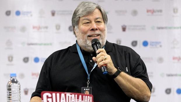 Steve Wozniak, cofundador de Apple, afirma que la gente «debería salir de Facebook»
